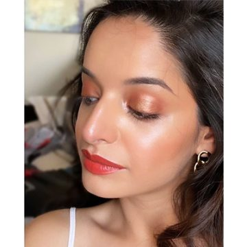 Strikingly pretty orange makeup looks that are perfect for monsoon