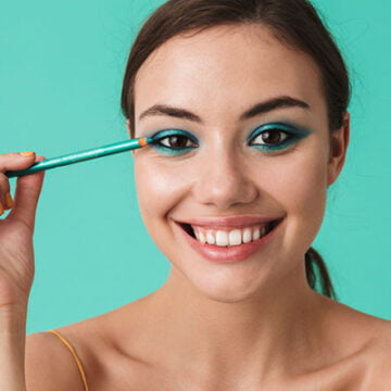 How to define the eyes and make them pop using a pencil eyeliner